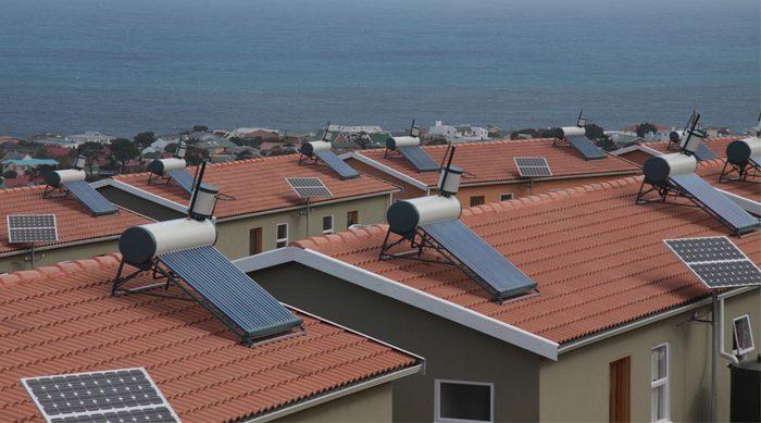 تامین گرمایش استخر و آبگرم مصرفی با آبگرمکن خورشیدی